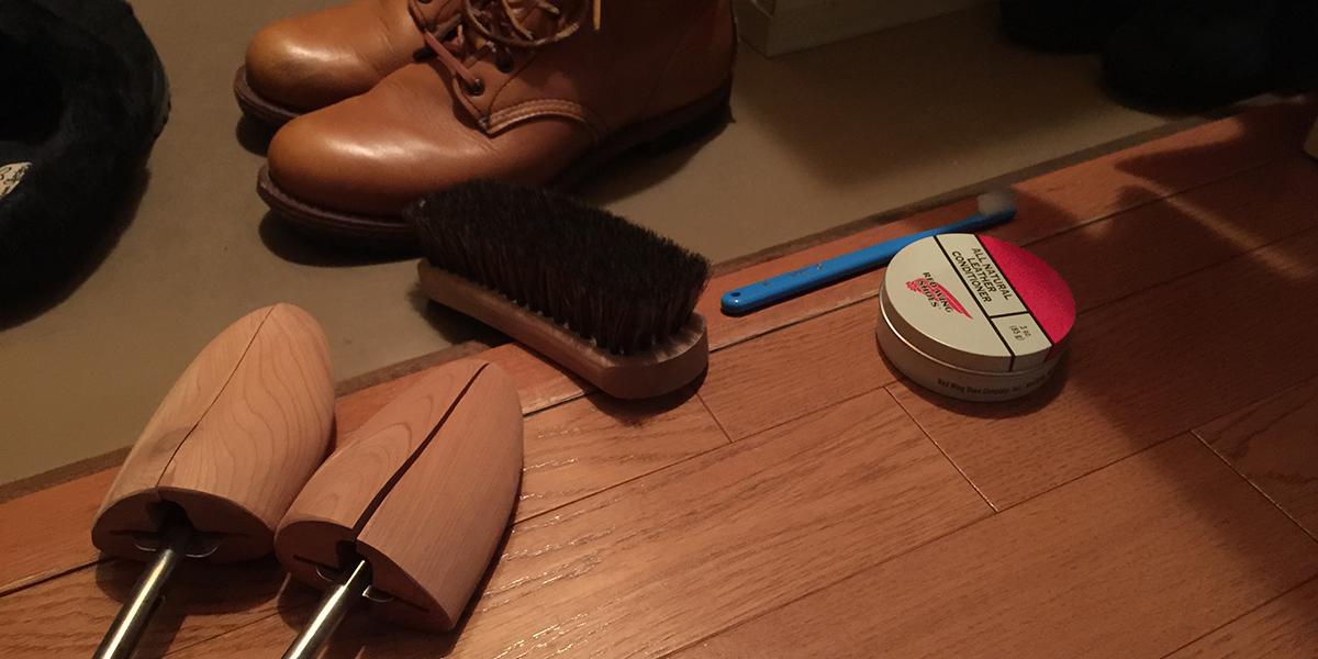 ブーツと掃除道具一式
